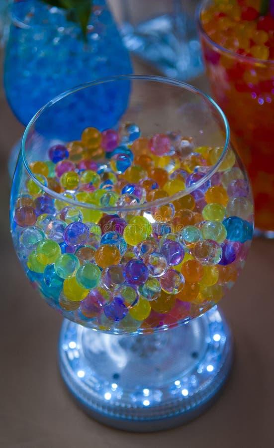 Vase en verre avec la boule en verre images stock