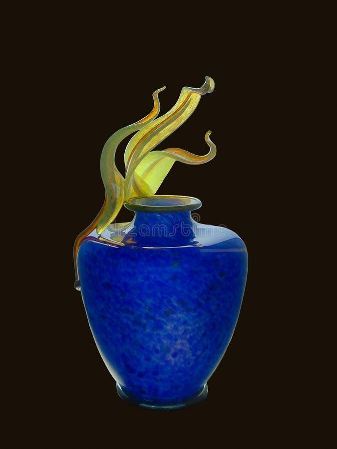 Vase en verre bleu sur le fond noir image libre de droits