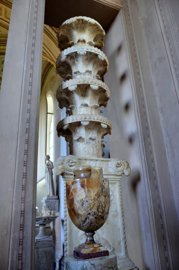 Vase et sculpture romains photos libres de droits