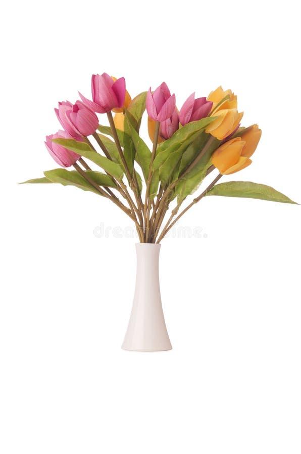 Vase mit bunten Tulpen auf Weiß lizenzfreie stockbilder