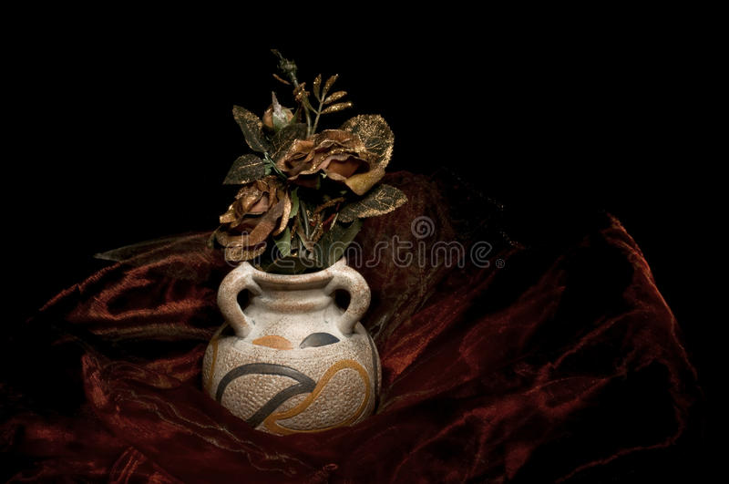 Download Vase Of Roses Royalty Free Stock Photos - Image: 22293948