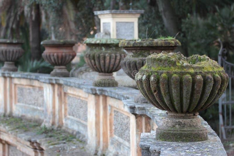 Vasen in Landhaus-Doria Pamphili Public-Park lizenzfreies stockfoto