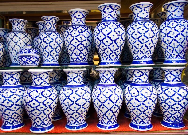 Vases en céramique images libres de droits