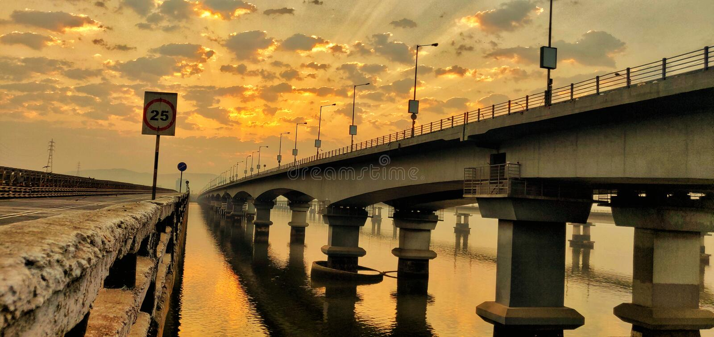 Vashibrug, Navi Mumbai, Mumbai, India, Maharashtra, zonsopgang, sinaasappel royalty-vrije stock afbeeldingen