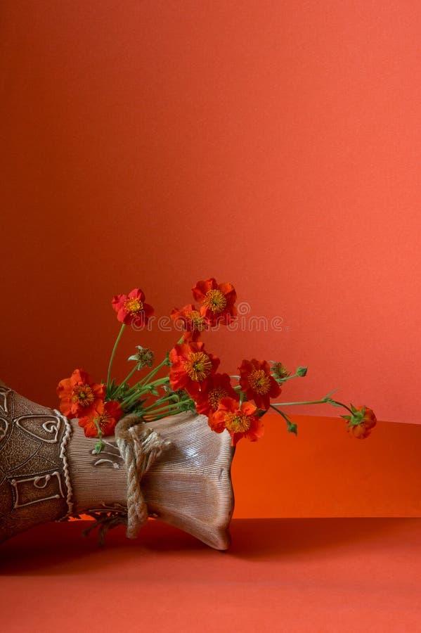 Vaso con i fiori immagine stock libera da diritti