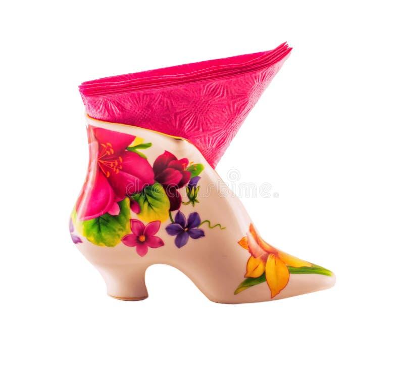 Vaso con il tovagliolo rosa isolato su fondo bianco fotografia stock