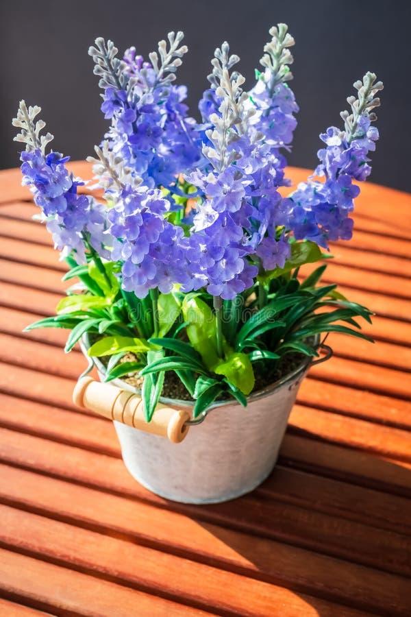 Vaso di fiore artificiale immagini stock