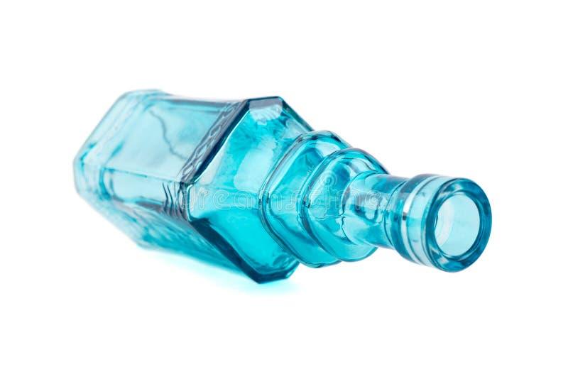 Vaso di fiore di vetro blu su fondo bianco fotografia stock