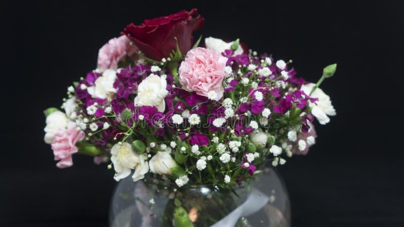 Vaso di vari fiori, fragrante fotografia stock