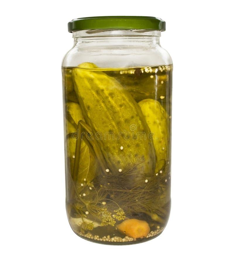 Vaso di vetro con il cetriolo fotografie stock