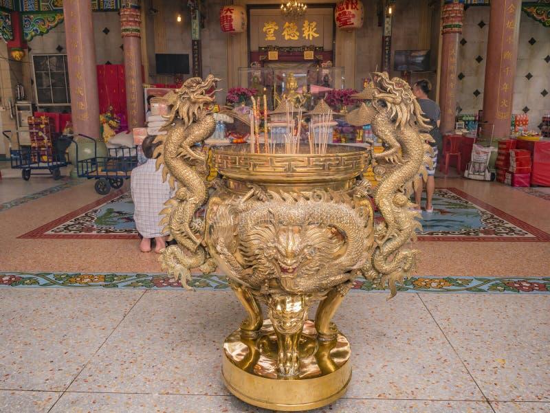 Vaso dorato del bastone di Dragon Joss nella città Tailandia di Bangkok del tempio fotografia stock libera da diritti