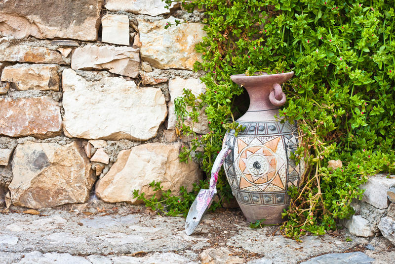 Vaso e trowel fotografia de stock royalty free