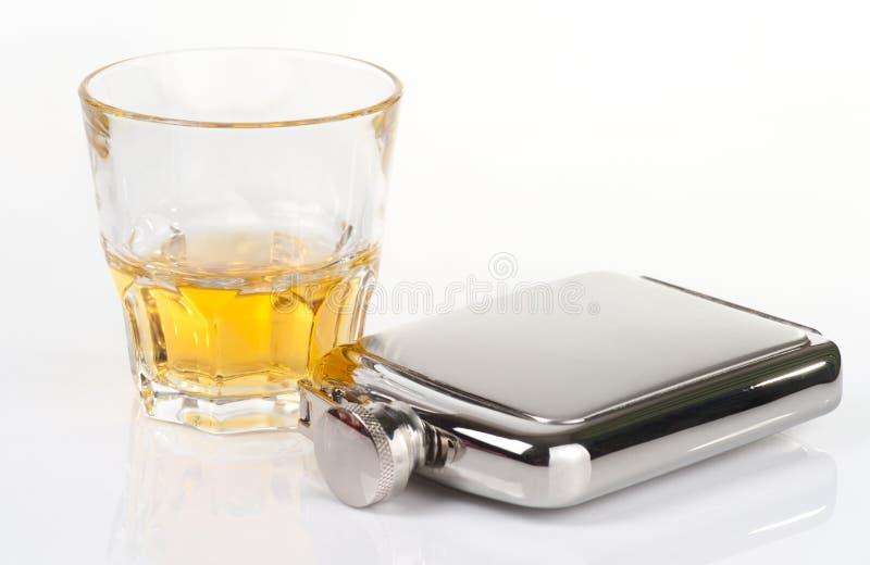 Vaso inoxidable del frasco y del whisky imagen de archivo