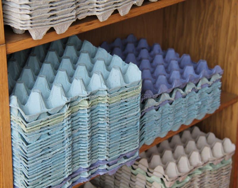 Vassoi del cartone dell'uovo fotografia stock libera da diritti