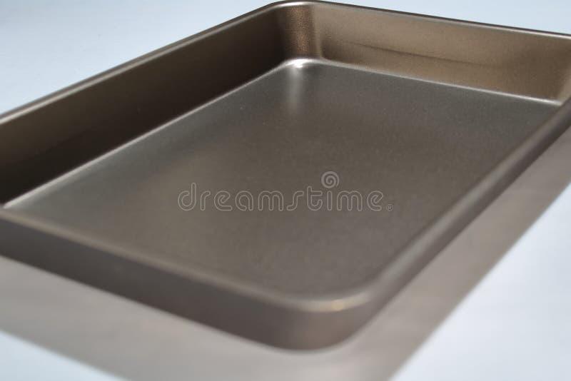 Vassoio di cottura per friggere su fondo grigio fotografia stock