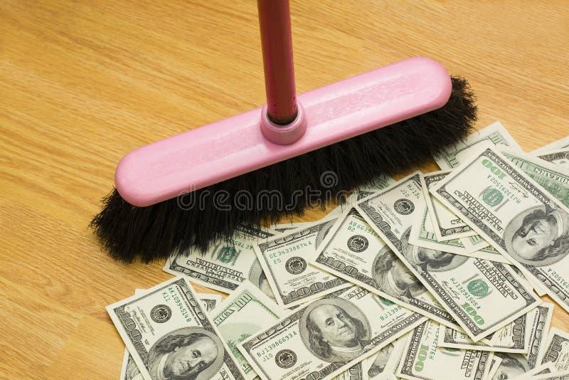 Vassoura, dólares, um fotografia de stock royalty free