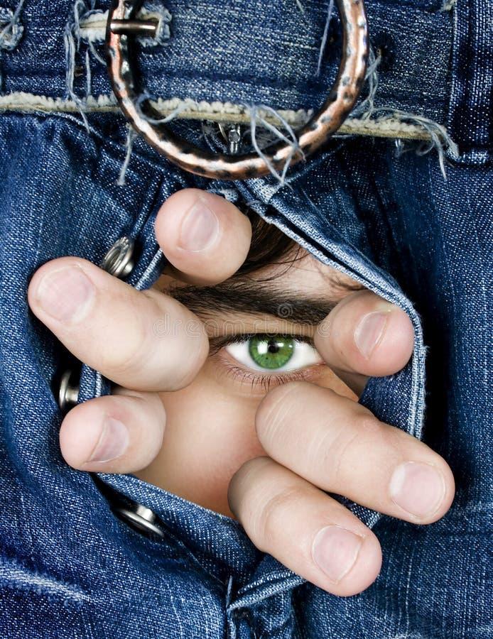 Vast gezicht door donkerblauwe jeans I royalty-vrije stock foto's