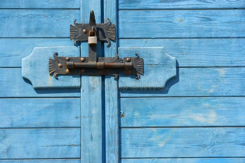 Vastgeboute gesloten Gesloten deur - stock afbeeldingen