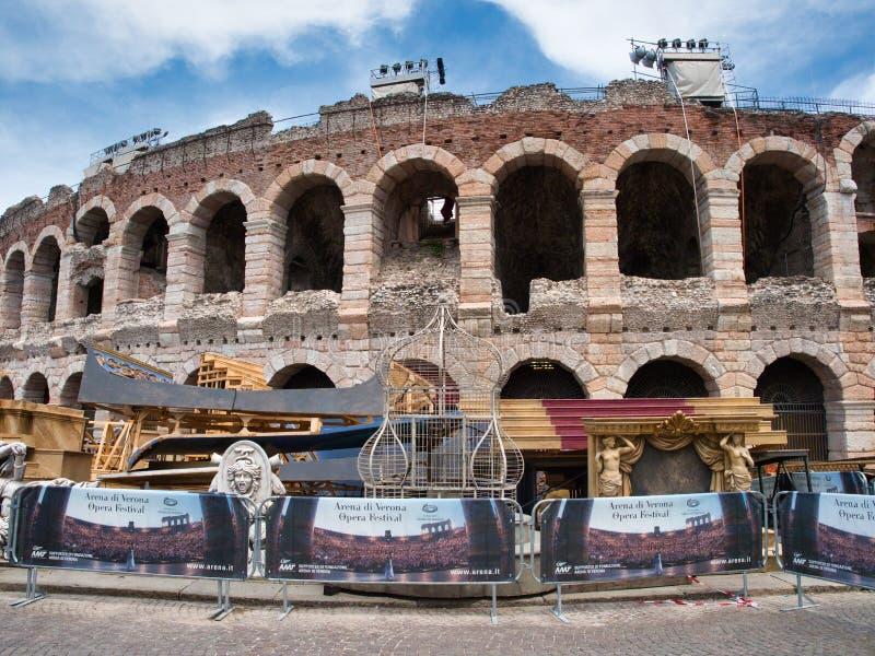 Vastgesteld die ontwerp en steunen van het Operafestival voor Verona Arena wordt geplaatst royalty-vrije stock foto's
