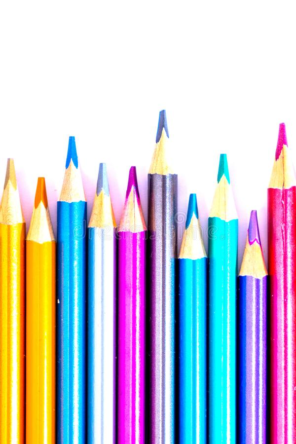 Vastgesteld mooi wit, kleurpotloden van kleurpotloden op witte achtergrond Spoedig aan school Terug naar School royalty-vrije stock afbeeldingen