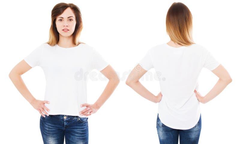 Vastgestelde gelukkige Aziatische vrouw die met op haar lege witte t-shirt richten terwijl de status, Koreaans meisje isoleerde stock afbeelding