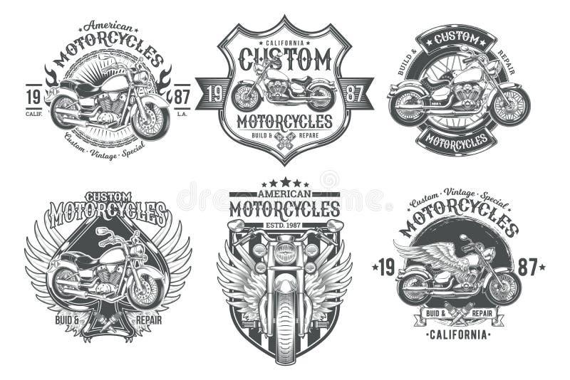 Vastgestelde vector zwarte uitstekende kentekens, emblemen met een douanemotorfiets vector illustratie