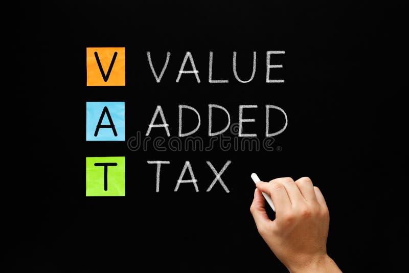 VAT -在黑板的增值税 库存照片