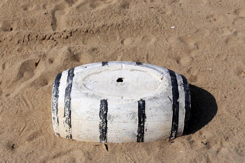 Vat - een cilindrisch vat voor vloeistof stock afbeeldingen