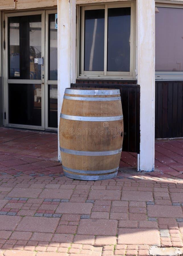 Vat - een cilindrisch vat voor vloeistof royalty-vrije stock afbeelding