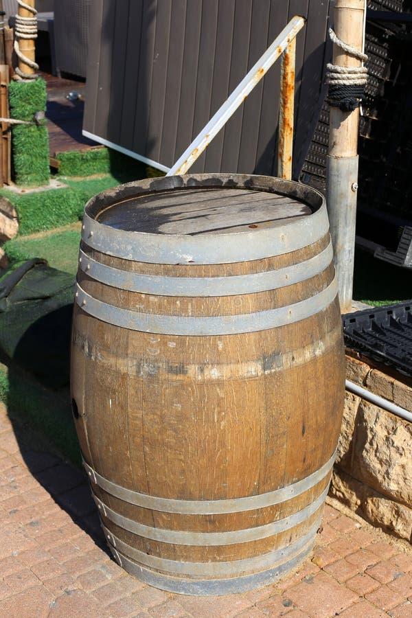 Vat - een cilindrisch vat voor vloeistof stock afbeelding