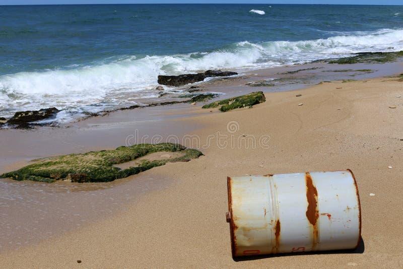 Vat - een cilindrisch vat voor vloeistof stock foto's
