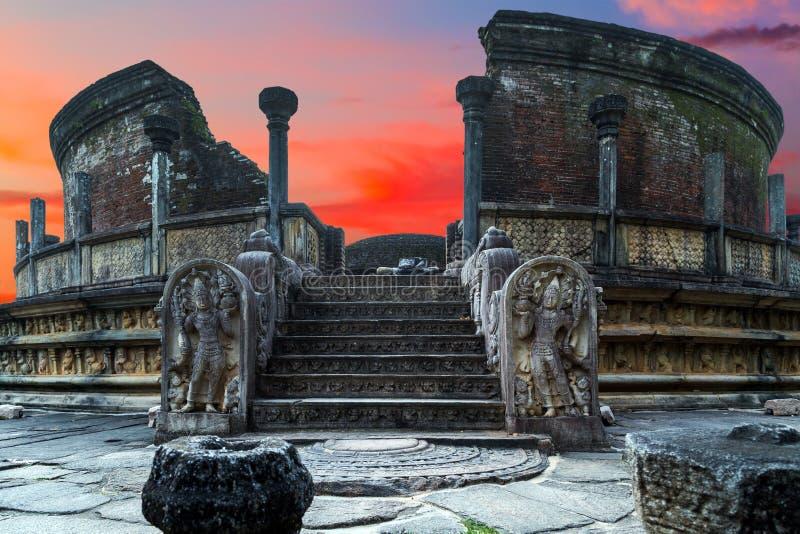Vatadageheiligdom, Cirkeloverblijfselhuis, Polonnaruwa, Sri Lanka stock afbeeldingen