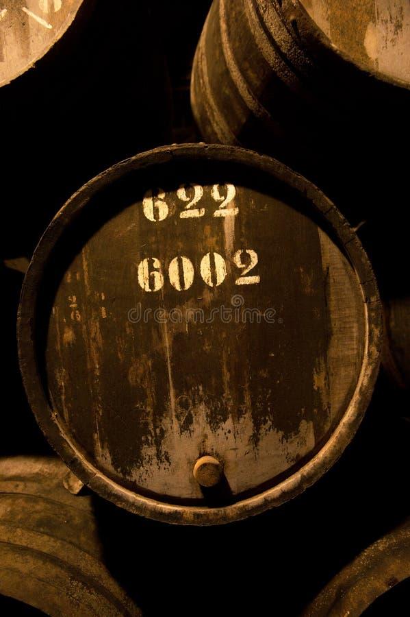 Vaten in de wijnkelder, Porto, Portugal stock afbeelding