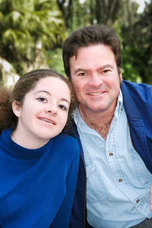 Vater Daughter Outdoor Portrait lizenzfreie stockbilder