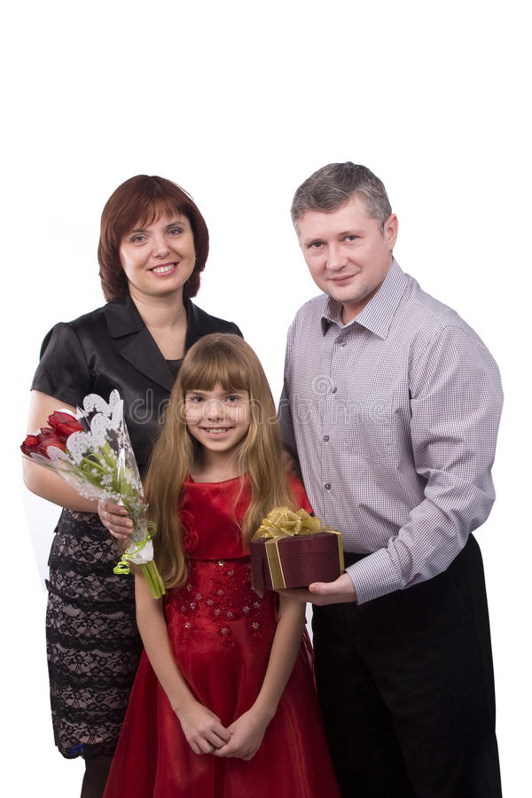 Vater gibt Geschenktochter und -mutter lizenzfreie stockbilder