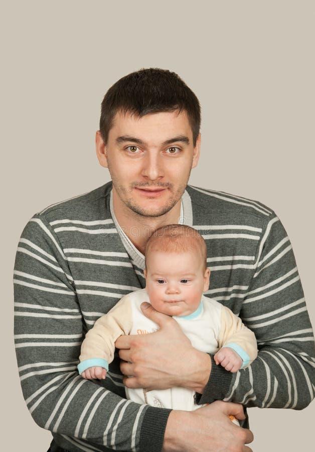 Vater mit Baby stockbild