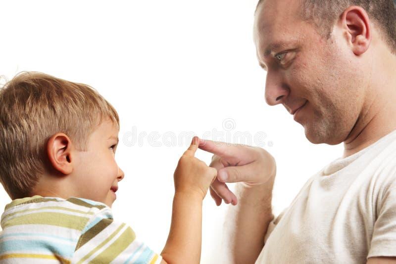 Vater playng mit Sohn stockbilder