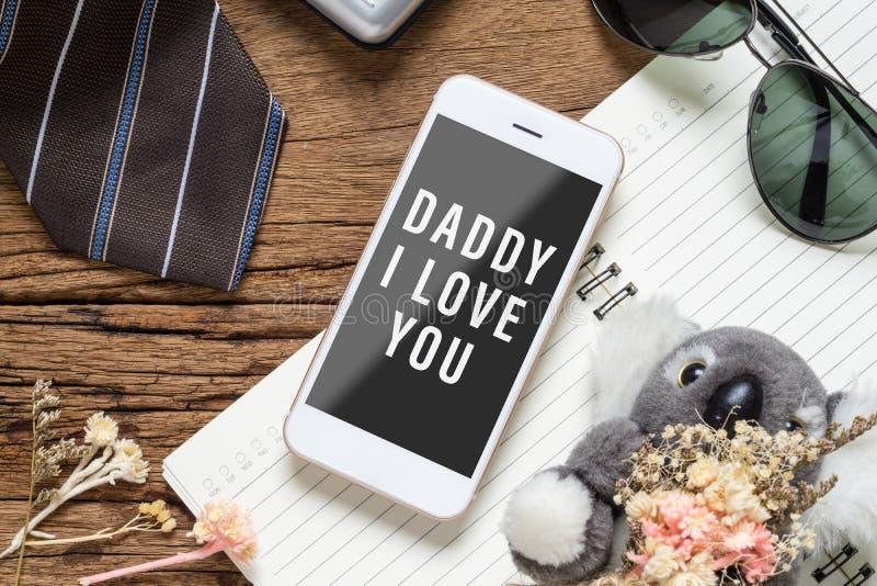 Vater ` s Tageshintergrundkonzept Scheinbarer hoher Handy für Ihre Grafik mit Zusatzeinzelteilen des Vaters und das Spielzeug der stockbilder