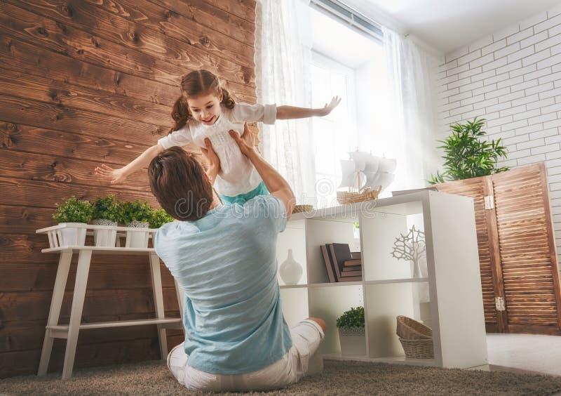 Vater und seine Tochter lizenzfreie stockbilder