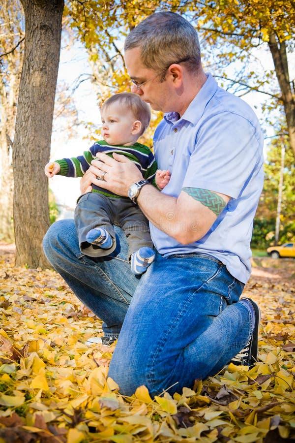 Download Vater und Sohn stockfoto. Bild von vater, erforschen - 27732512