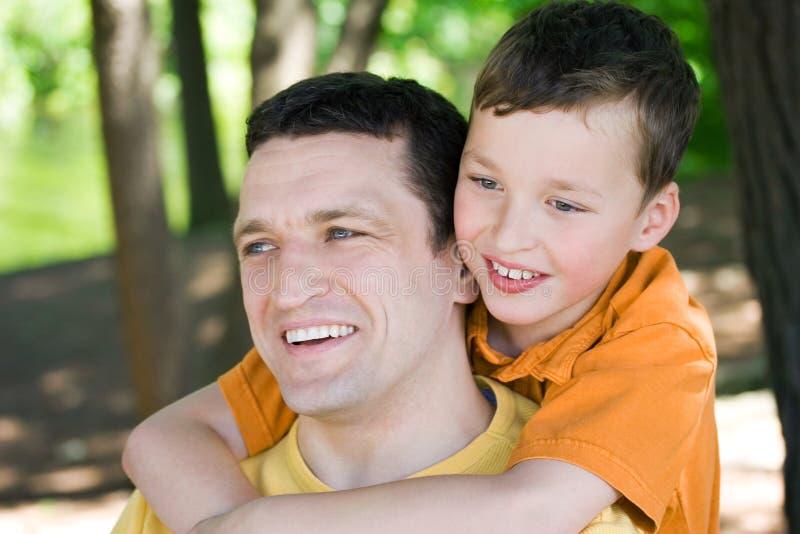 Vater und Sohn lizenzfreie stockfotografie