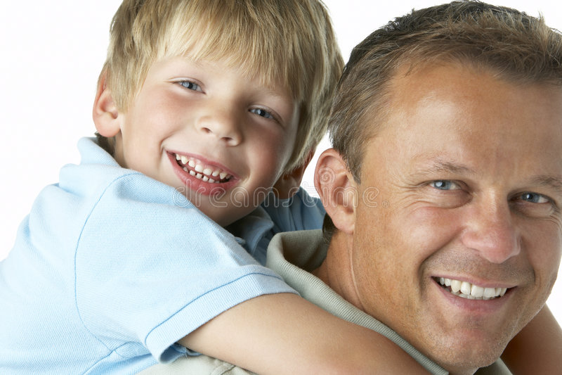 Vater-und Sohn-Lächeln lizenzfreie stockfotos