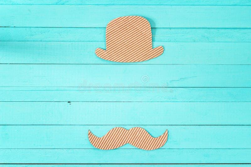 Vatertagshintergrund mit dem Papphut und -schnurrbart Leeres SP stockbilder