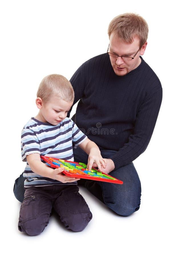 Vather e gioco del figlio fotografia stock