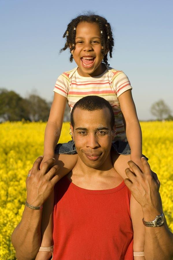 Vati mit seiner Tochter lizenzfreies stockbild