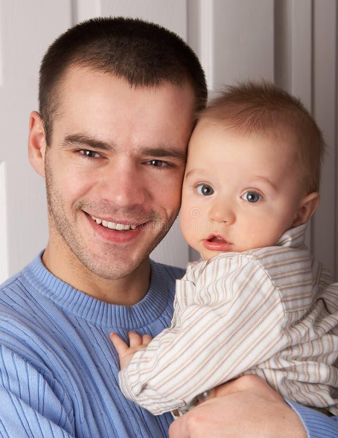 Vati und der kleine Sohn lizenzfreie stockfotografie