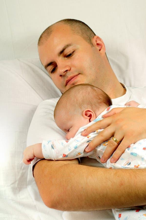 Vati und kleines Baby lizenzfreie stockfotos