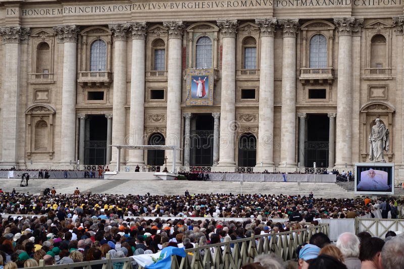 Vatican City with the Pope Francis praying. VATICAN CITY, VATICAN - OCTOBER 22: Papal Audience in St. Peter's Square, Vatican City with the Pope Francis praying stock image