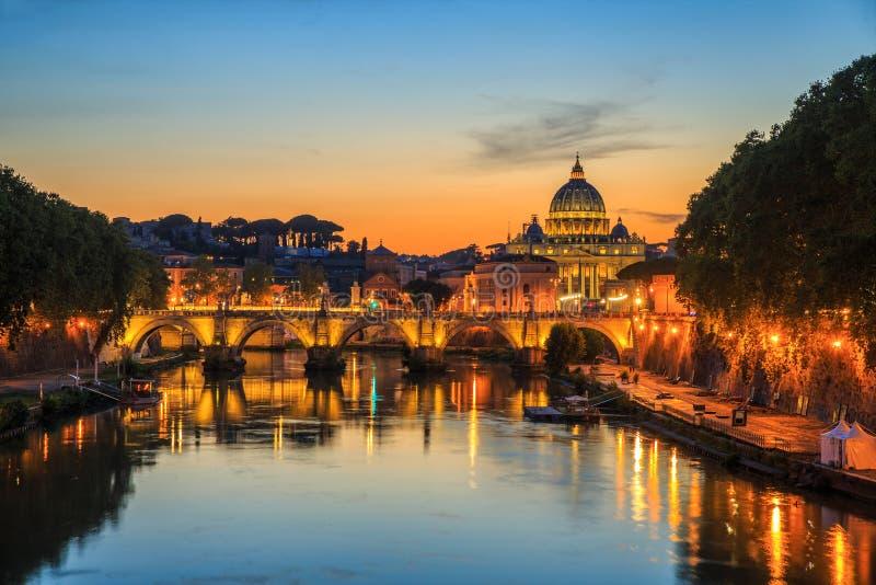 Vatican City Rome, Italien, härlig vibrerande nattbild fotografering för bildbyråer