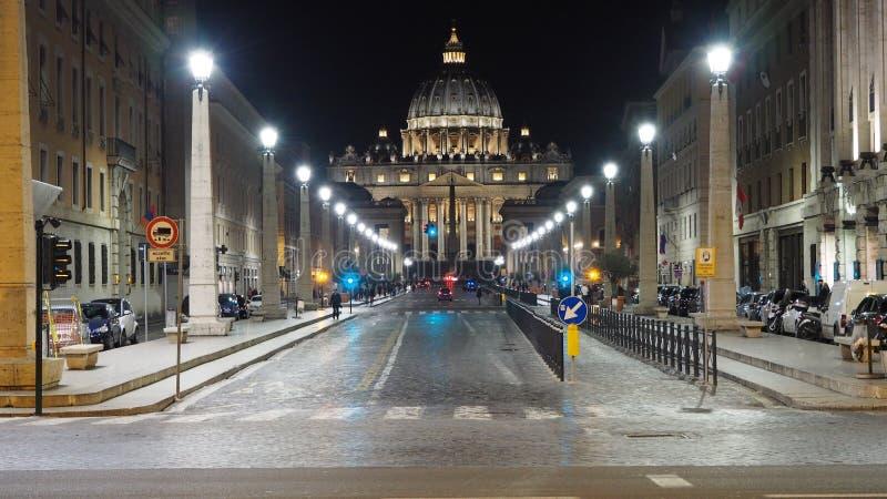 Vatican en la noche fotografía de archivo